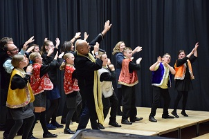 Junior Wardens demonstrate their Bollywood dancing skills.