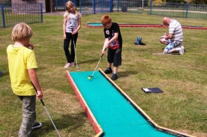 Coronation Gardens Crazy Golf And Putting Tendring District Council