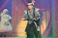 Tim Hudson as The Dame and Graham Cole as Herbert the Henchman in Snow White and the Seven Dwarfs at the Princes Theatre